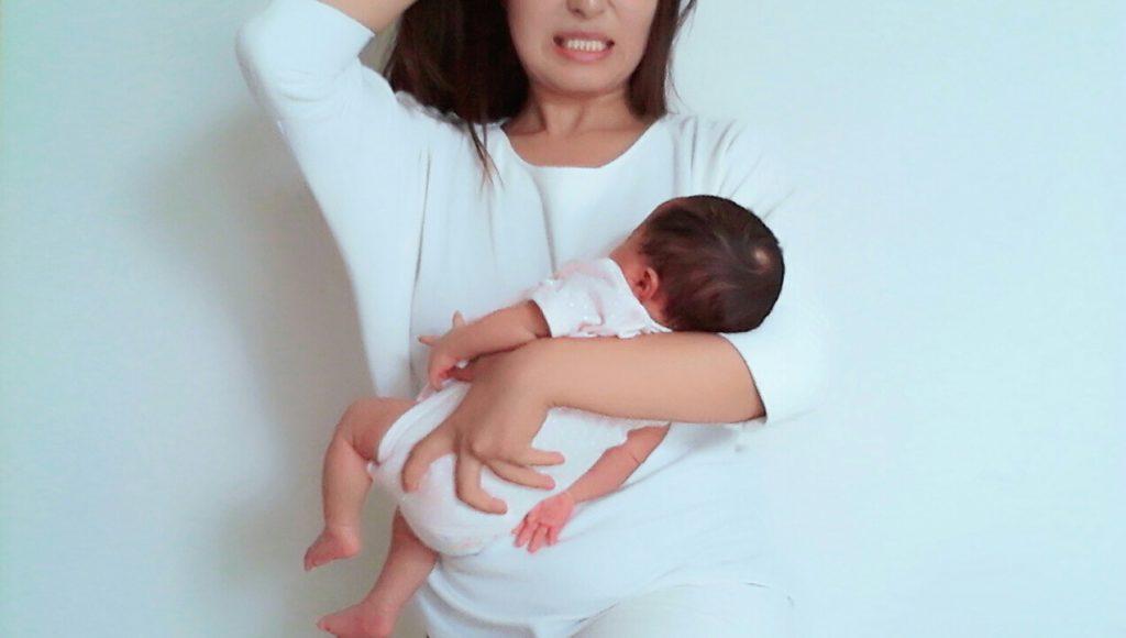 赤ちゃん 女性 抱っこ イライラ