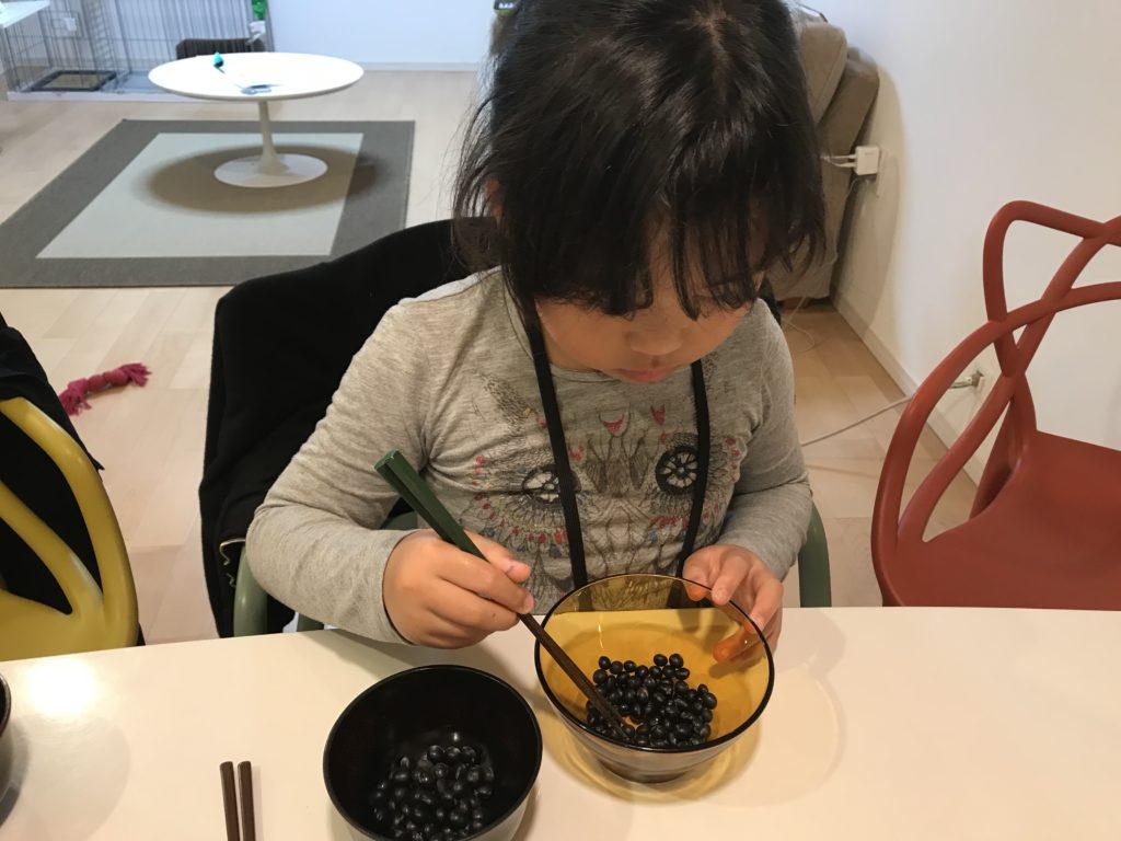 子供 お箸 練習 黒豆