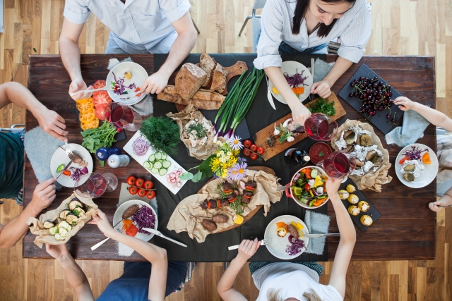 共食 食育 みんなで食べる 食事風景 食事 パーティー