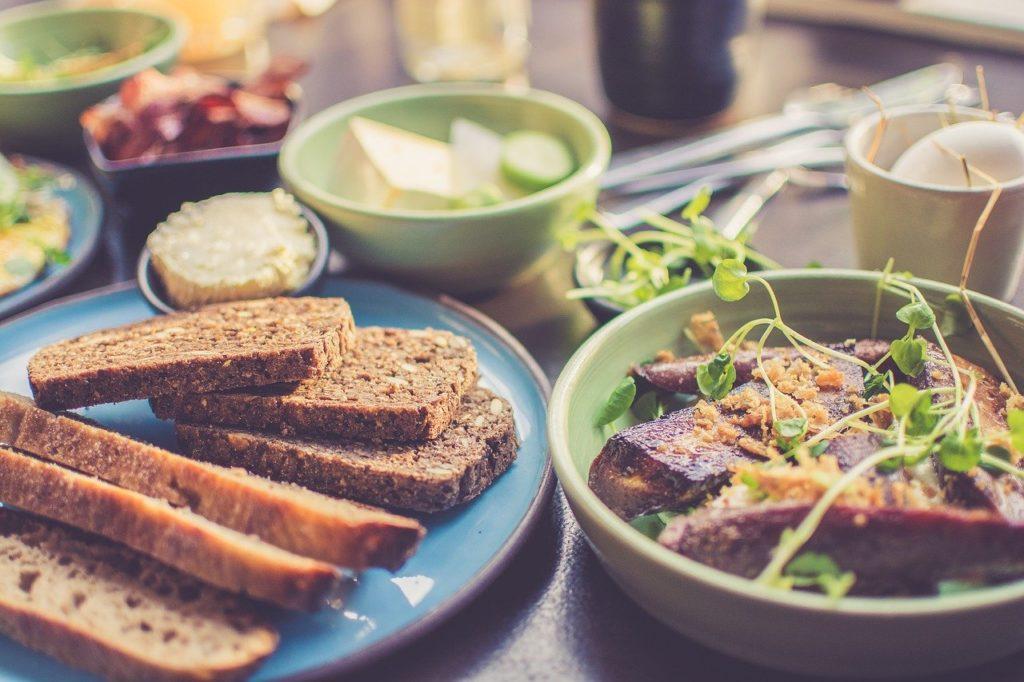 食事 朝食 パン スープ サラダ