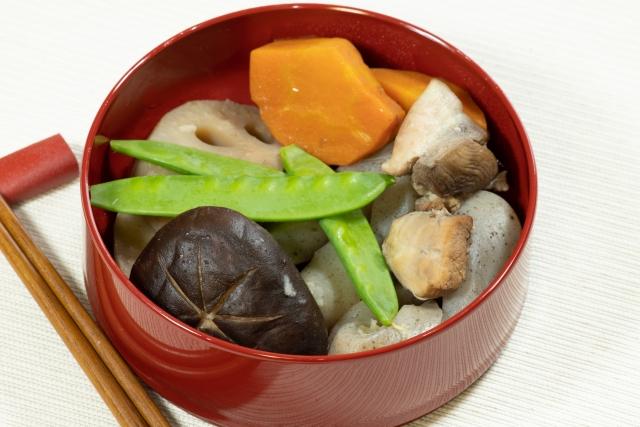 煮物 里芋 人参 絹さや レンコン しいたけ こんにゃく お椀 和食
