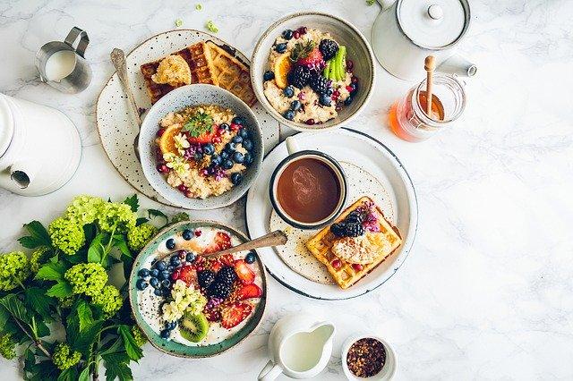 朝食 ワッフル シリアル はちみつ 果物