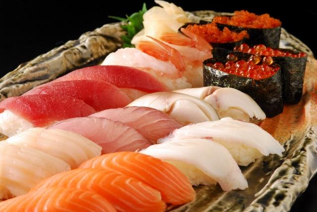 お寿司 盛り合わせ いくら サーモン マグロ えび ホタテ ぶり